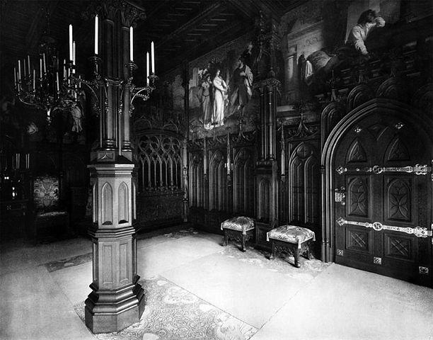 File:Schlafzimmer (2), Schloss Neuschwanstein.jpg
