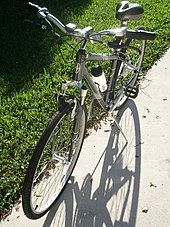 045bdb38321 A Schwinn Voyageur GS hybrid bicycle sold after the company was bought by  Pacific Cycle