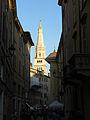 Scorcio della Torre Ghirlandina di Modena.jpg