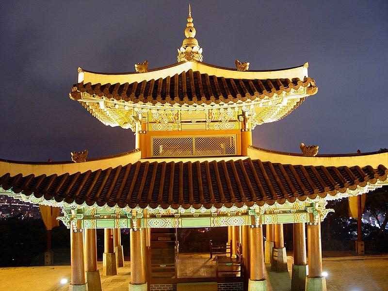 پرونده:Seosangdae - Hwaseong Fortress - Nighttime - 2008-10-23.JPG