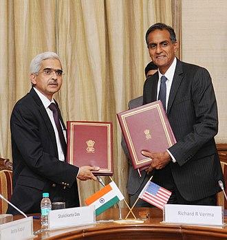 Shaktikanta Das - Image: Shaktikanta Das, IAS signing FATCA
