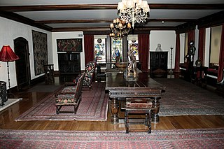 Drawing room room in a house where visitors may be entertained