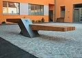 Skulpturale Sitzbank in Raab.jpg