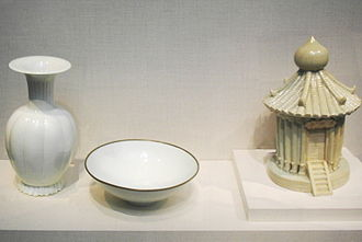 Chinese ceramics - A qingbai porcelain vase, bowl, and model of a granary with transparent blue-toned glaze, from the period of the Song Dynasty (960-1279 AD)