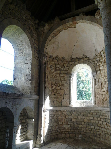 English:  Ruins oh church St. George of Pithiviers (Loiret, France) - Interior of the apsidiole