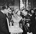 Staatsbezoek van koningin Juliana aan Frankrijk. Op het stadhuis, Bestanddeelnr 903-9824.jpg