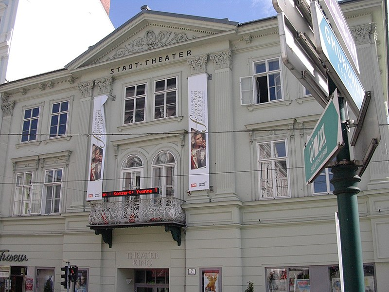 File:Stadttheater Gmunden.jpg