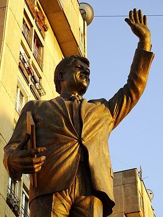 Bill Clinton Boulevard - Image: Statue of Bill Clinton Pristina Kosovo