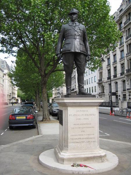 File:Statue of Władysław Sikorski, Portland Place.jpg