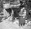 Stisk (ital. štuk), spredaj Vergan Ana z otrokom, Labor 1950.jpg