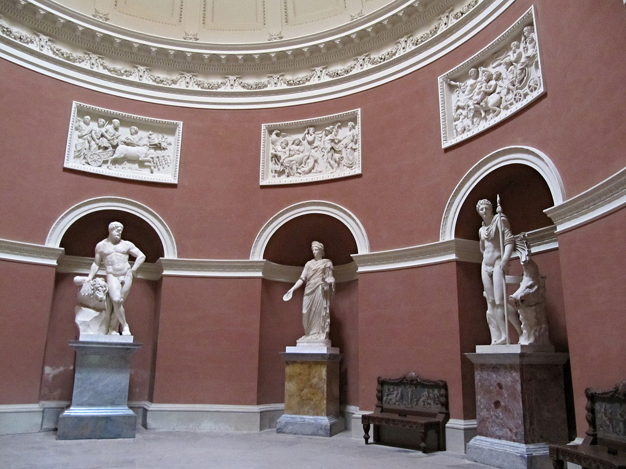 Stourhead, Pantheon, interior.jpg