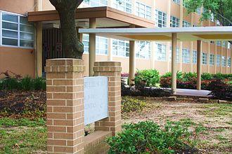 Margaret Long Wisdom High School - The official Lee High School Entrance.