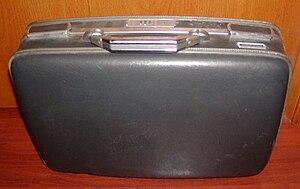 English: Plastic suitcase Deutsch: Schwarzer K...