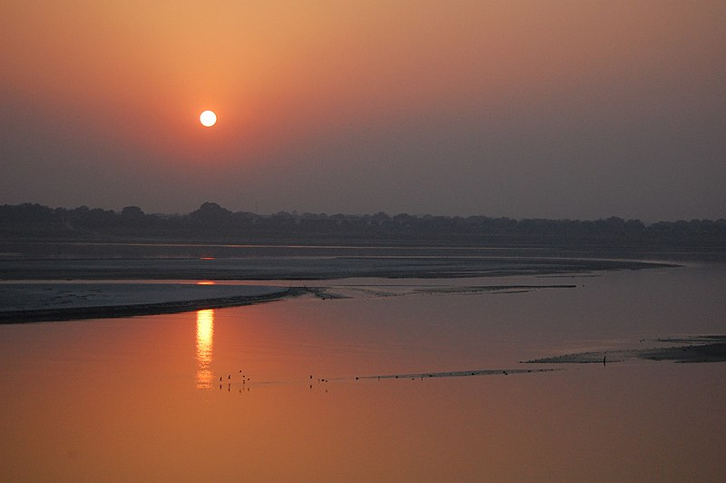 Plik:Sunset on the Ganga river, Allahabad.jpg