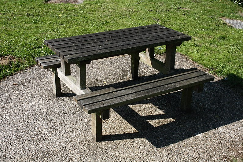 Table et bancs01.jpg