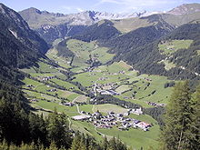 Fundres con le borgate Schattseite, Sonnseite e Riegl, Eggerseite