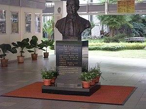 Tan Kah Kee - Image: Tan Kah Kee Head Statue at Nan Chiau High School, Singapore