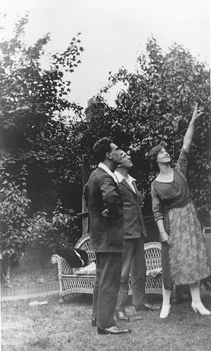 Edith Thompson and Frederick Bywaters - (Left to right) Frederick Bywaters, Percy Thompson, and Edith Thompson in July 1922