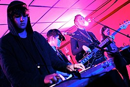The xx, van links naar rechts: Jamie Smith, Romy Madley Croft, Oliver Sim, Baria Qureshi