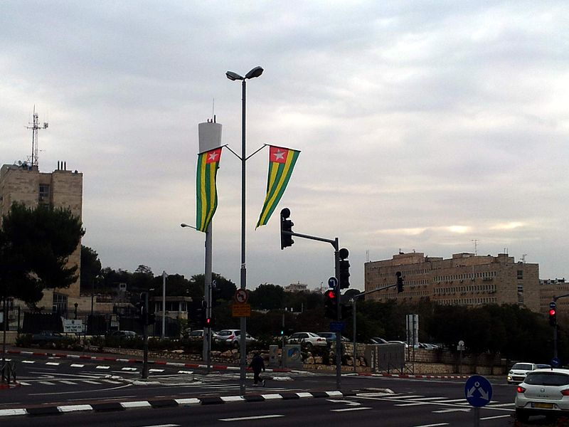 קובץ:Togo flag in jerusalem.jpg