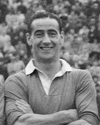 Tommy Walker (footballer, born 1915) - Walker in a Chelsea team photo, November 1947