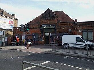 Tooting railway station - Image: Tooting station building