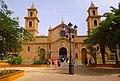 Torrevieja - Plaza de la Constitución e Iglesia de la Inmaculada Concepción.jpg