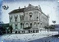 Ulica Štrosmajerova - Ulica Vuka Karadžića sarok, az Osztrák-Magyar Bank kirendeltsége (ma is egy biztosítótársaság épülete). Fortepan 86683.jpg
