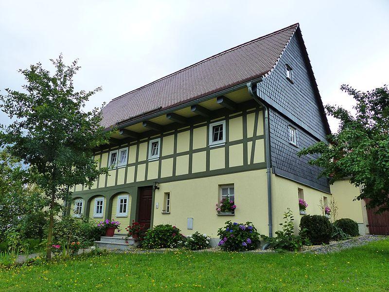 File:Umgebinde Wilhelm-Fröhlich-Weg 5 Bertsdorf (2).jpg