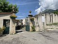 Un des portails du cimetière d'Embrun.jpg