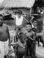 Ungdomar på brygga vid stranden. San Blas. Panama - SMVK - 004513.tif