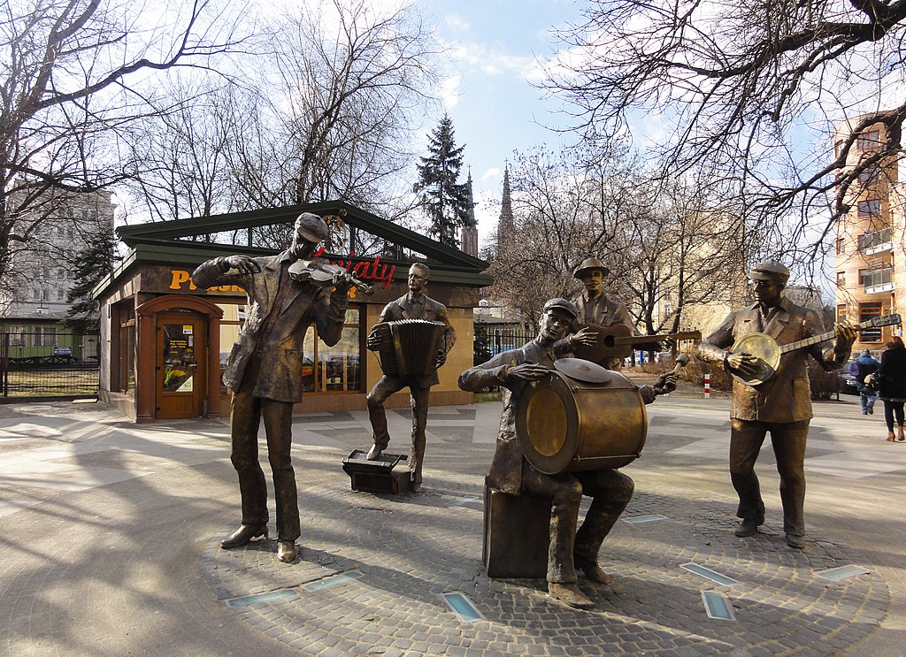 Unusual lifesize group sculpture of street musicians in Praga district in Warsaw (8121509220)
