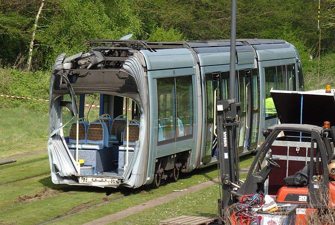Valenciennes & Anzin - Déraillement de la rame de tramway n° 17 à la sortie du dépôt de Saint-Waast le 11 avril 2014 (090).JPG