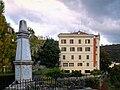 Venaco-chateau-monument-aux-morts.jpg