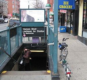 Vernon Boulevard–Jackson Avenue (IRT Flushing Line) - Manhattan-bound street stairway