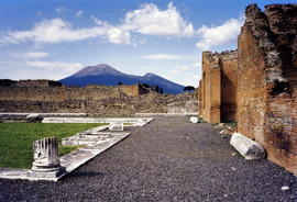 Vesuvius from Pompeii (hires version 2 scaled).png