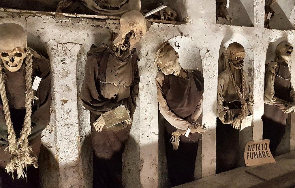 Squelettes zombie dans les catacombes des Capucins à Palerme - Photo de Rolf Dietrich Brecher