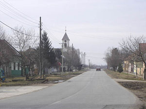 Šajkaška - Image: Vilovo, main street and the Orthodox Church