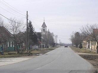 Šajkaška - Image: Vilovo, main street and the Orthodox Church