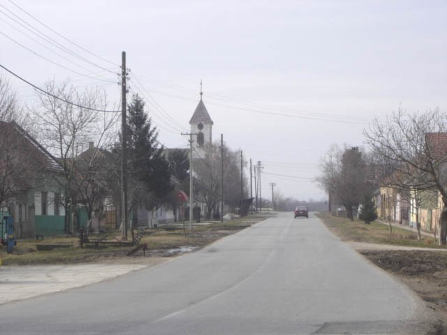 Vilovo, main street and the Orthodox Church