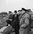 Vlnr Generaal Kruls, Attlee, een Canadese officier, en een Britse marineofficier, Bestanddeelnr 900-2338.jpg