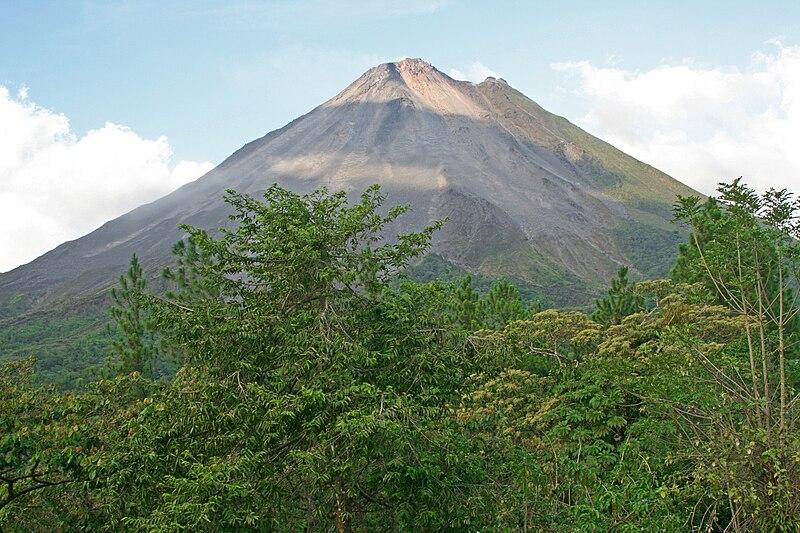 Fichier:Volcan Arenal.jpg