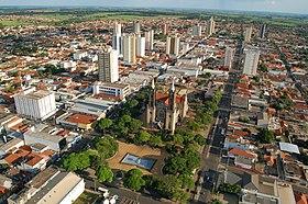 Foto aérea da área central de Votuporanga