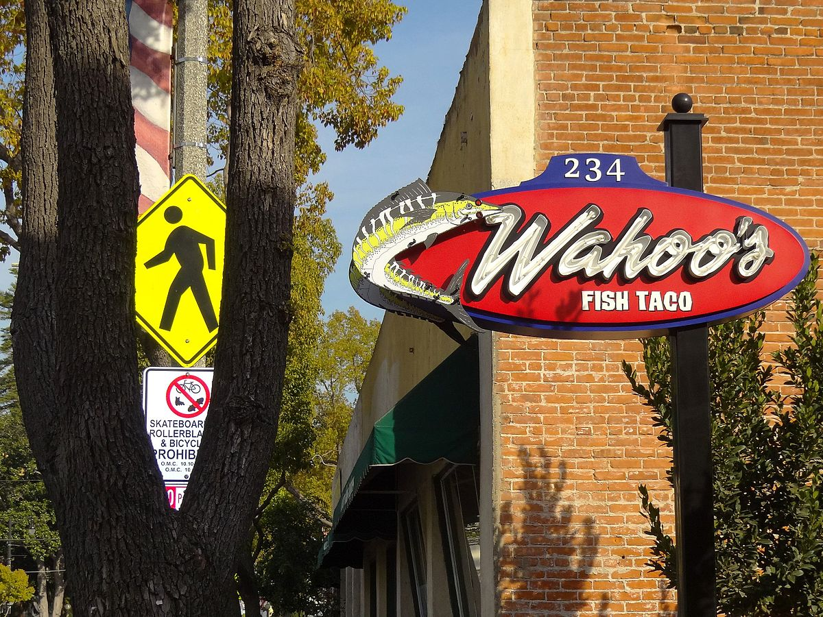Wahoo 39 s fish taco wikipedia for Fish taco restaurant