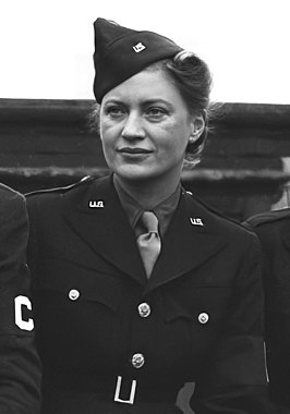 Lee Miller in uniform tijdens WOII