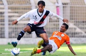 2008–09 I-League - Image: Wilton Gomes of Sporting Clube de Goa Lester Fernandes Vasco SC I league 2008 09 Goa