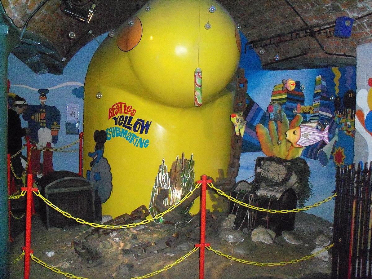 File Yellow Submarine Replica The Beatles Story Jpg Wikimedia