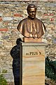 Záhorská Bystrica pamätník PiusX.jpg