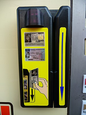Cigarette machine - German identity card and European driving licence reading device (Germany)
