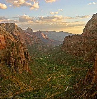 Angels Landing - Image: Zion angels landing view